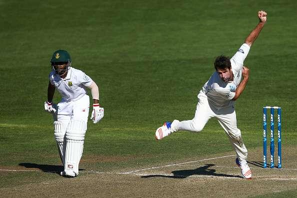 WELLINGTON, NEW ZEALAND - MARCH 17: Colin de Grandhomme of New Zealand bowls while Temba Bavuma of South Africa looks on during day two of the test match between New Zealand and South Africa at Basin Reserve on March 17, 2017 in Wellington, New Zealand. (Photo by Hagen Hopkins/Getty Images)