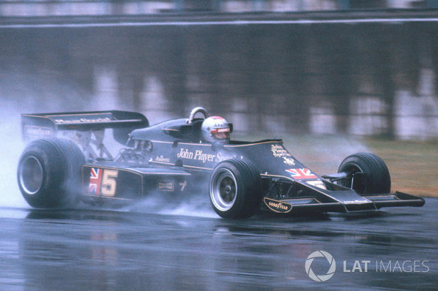 """Mario Andretti, Lotus 77 Ford <span class=""""copyright"""">LAT Images</span>"""