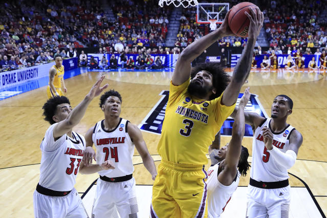<p>Jordan Murphy #3 of the Minnesota Golden Gophers goes up for a shot against Louisville Cardinals during their game in the First Round of the NCAA Basketball Tournament at Wells Fargo Arena on March 21, 2019 in Des Moines, Iowa. (Photo by Andy Lyons/Getty Images) </p>