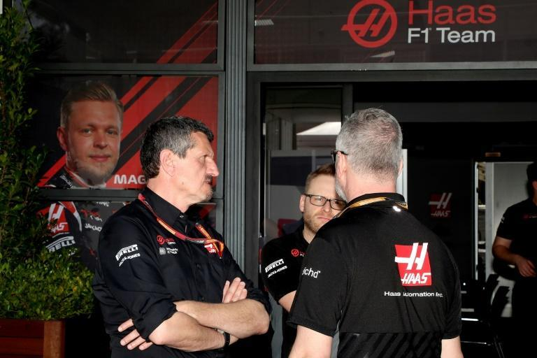 Haas F1 team principal Guenther Steiner (left) talks with team members at Albert Park after four members of staff went into isolation over coronavirus fears (AFP Photo/GLENN NICHOLLS)