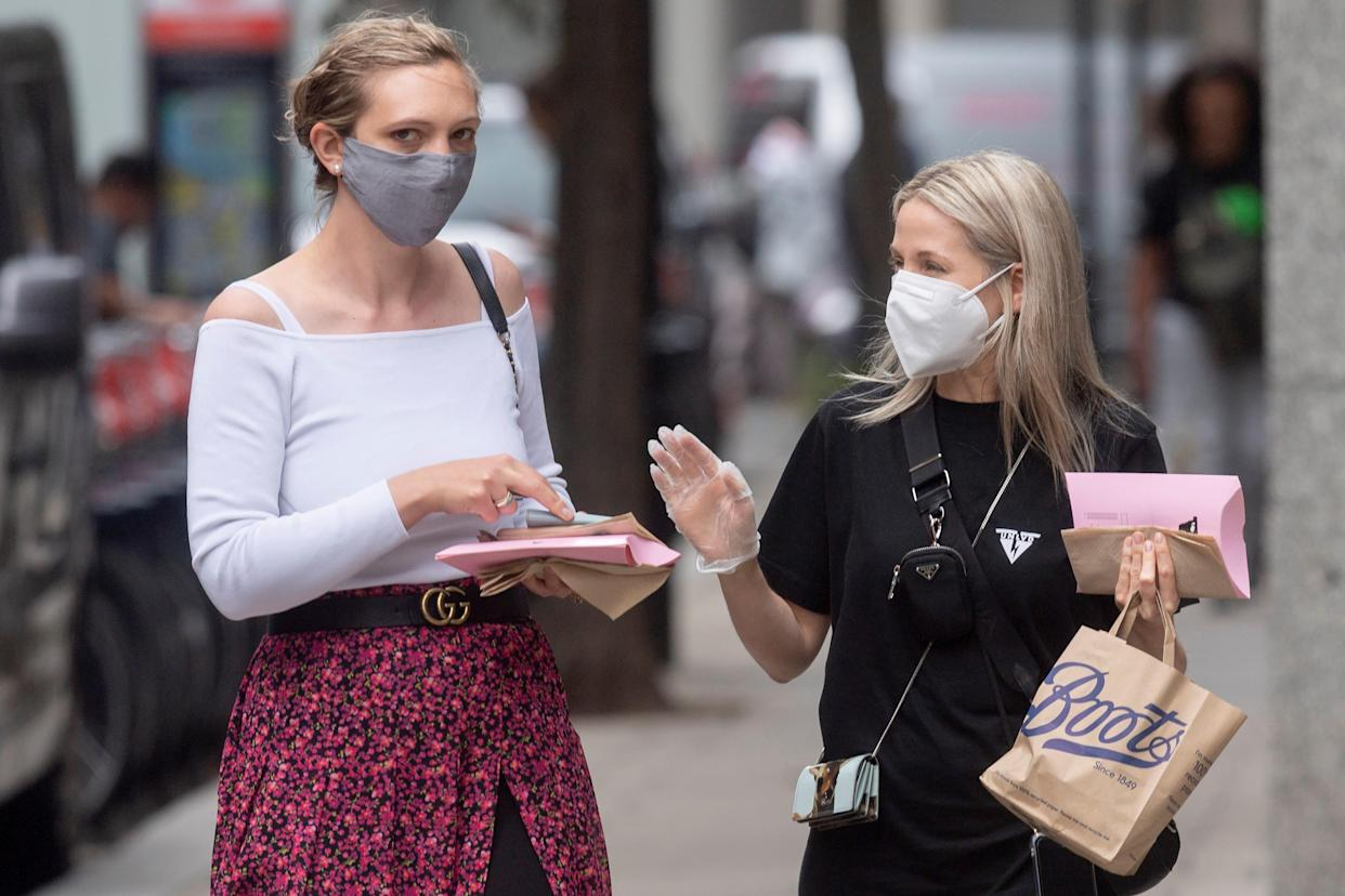People wearing face masks talk on a street in London, Britain, on June 17, 2021. Britain has reported another 11,007 coronavirus cases in the latest 24-hour period, bringing the total number of coronavirus cases in the country to 4,600,623, according to official figures released Thursday. (Photo by Ray Tang/Xinhua via Getty Images)