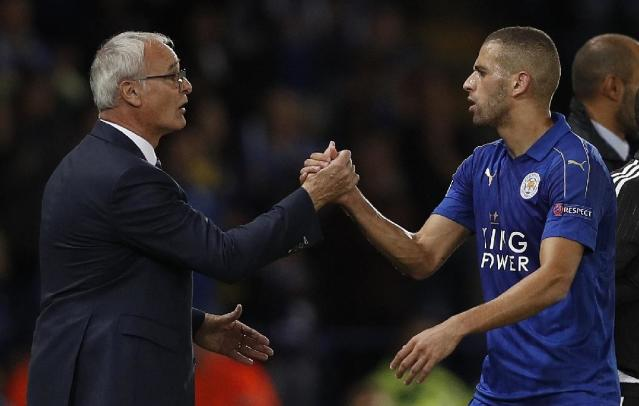 Leicester City's Claudio Ranieri (L) congratulates striker Islam Slimani as he leaves the pitch after their Champions League match against Porto on Septmeber 27, 2016 (AFP Photo/Adrian Dennis)