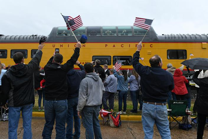 Spectators cheer and wave flags as the Union Pacific funeral train carrying the casket of former President George H.W. Bush passes through Navasota, Texas, Dec. 6, 2018. (Photo: Nick Oxford/Reuters)