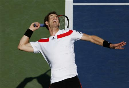Andy Murray of Britain serves to Stanislas Wawrinka of Switzerland at the U.S. Open tennis championships in New York September 5, 2013. REUTERS/Adam Hunger