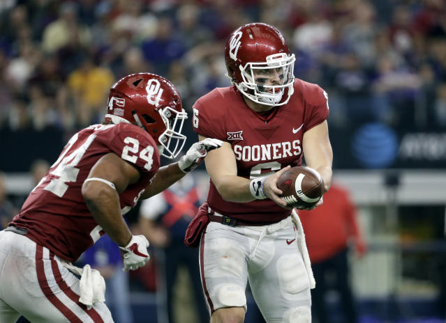 "Oklahoma running back <a class=""link rapid-noclick-resp"" href=""/ncaaf/players/251153/"" data-ylk=""slk:Rodney Anderson"">Rodney Anderson</a> (L) is Oklahoma's leading rusher. (AP Photo/Tony Gutierrez)"