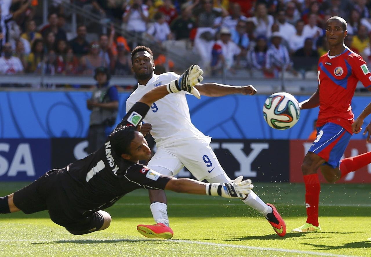 England's Daniel Sturridge (2nd L) tries to score past Costa Rica's goalkeeper Keilor Navas during their 2014 World Cup Group D soccer match at the Mineirao stadium in Belo Horizonte June 24, 2014. REUTERS/Damir Sagolj (BRAZIL - Tags: SOCCER SPORT WORLD CUP TPX IMAGES OF THE DAY) TOPCUP