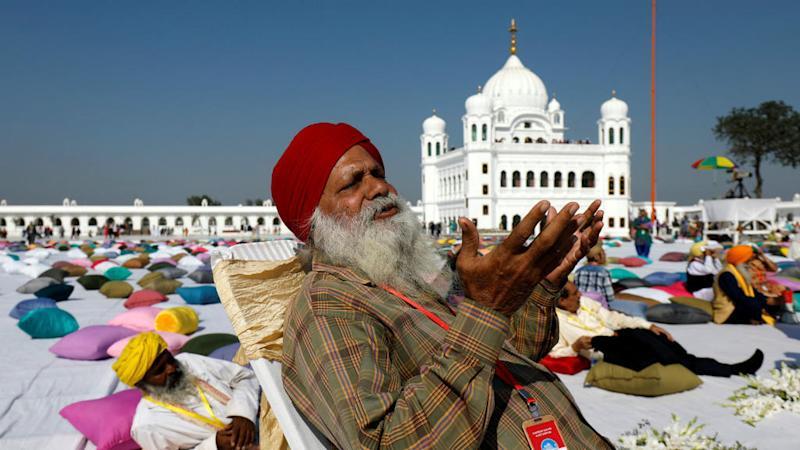 Hundreds of Sikhs make historic pilgrimage to holy site in Pakistan