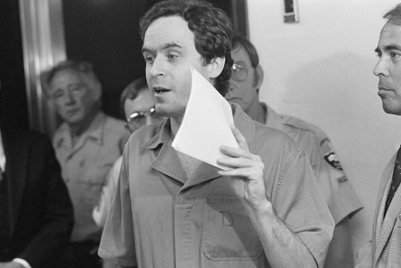 (Original Caption) Tallahassee, FL: Suspected murderer Theodore Bundy, charged with the killings of FSU coeds Margaret Bowman and Lisa Levy who were beaten and strangled at the Chi Omega house in January. 7/27/1978