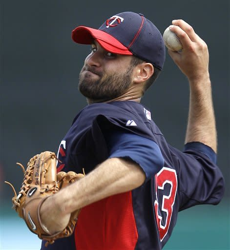 Minnesota Twins starting pitcher Nick Blackburn warms up between innings during a spring training baseball game against the St. Louis Cardinals in Jupiter, Fla., Sunday, March 25, 2012. (AP Photo/Patrick Semansky)