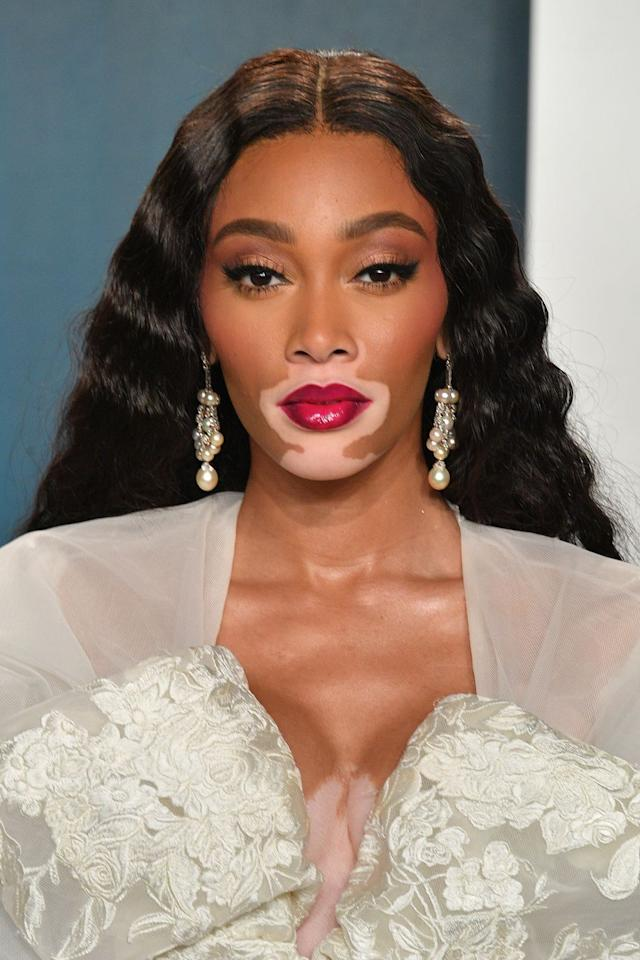 <p>The model paired her elaborate dress with mermaid waves and cherry red lips.</p>