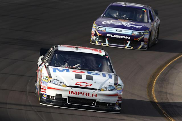AVONDALE, AZ - NOVEMBER 13: Tony Stewart, driver of the #14 Office Depot/Mobil 1 Chevrolet, leads Matt Kenseth, driver of the #17 Crown Royal Ford, during the NASCAR Sprint Cup Series Kobalt Tools 500 at Phoenix International Raceway on November 13, 2011 in Avondale, Arizona. (Photo by Christian Petersen/Getty Images)