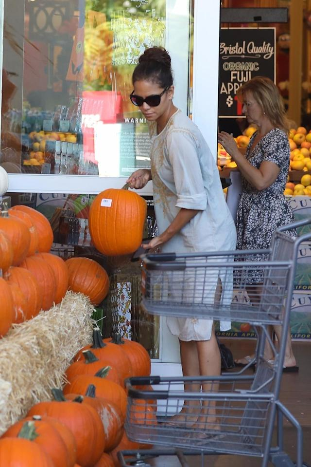 <p>Never mind a pumpkin patch. Berry conveniently picked out a pumpkin, presumably for her two kids, at the local grocery store. (Photo: Backgrid) </p>