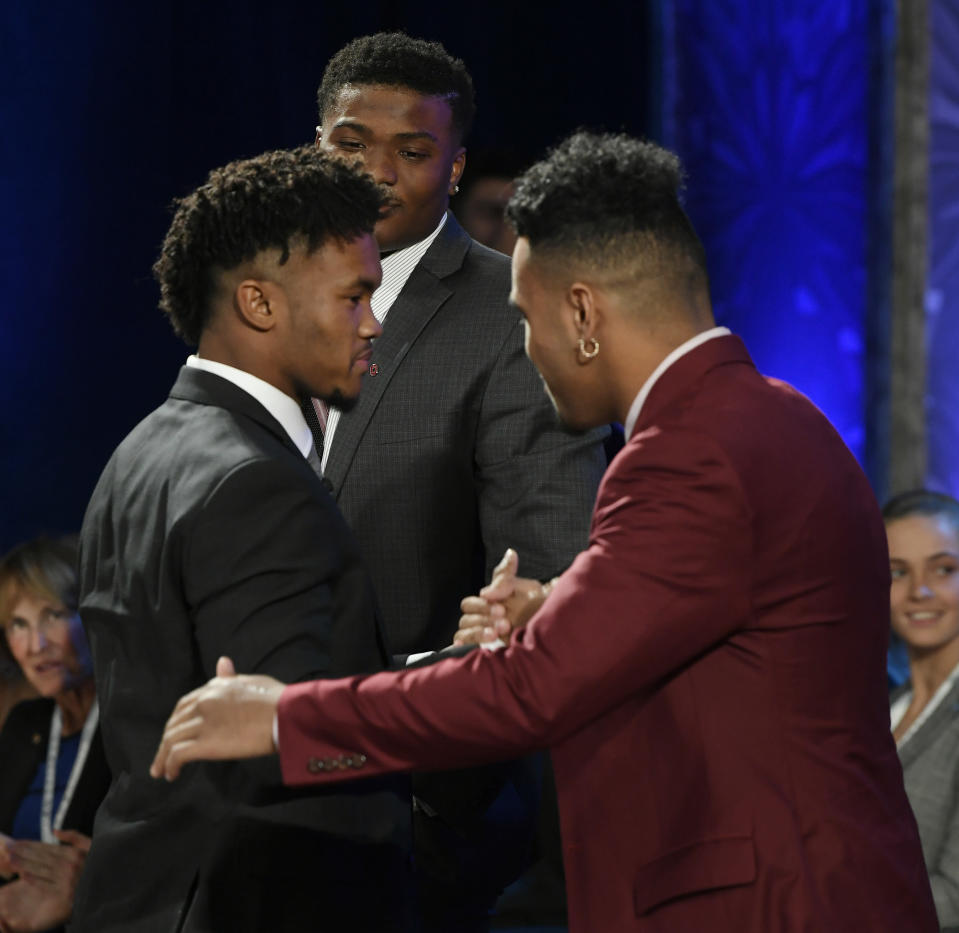 Heisman-winning Oklahoma quarterback Kyler Murray (L) will face off against runner-up Tua Tagovailoa (R) from Alabama in the Orange Bowl. (AP)