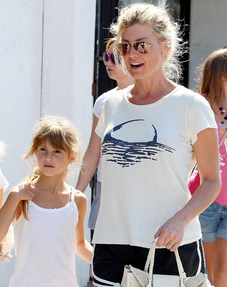 """Faith Hill hits up Melrose Avenue in Los Angeles with her family. The country star performed two concerts at the Hollywood Bowl last weekend. ALOHA-Fabio-DiCapua/<a href=""""http://www.x17online.com"""" target=""""new"""">X17 Online</a> - July 23, 2009"""