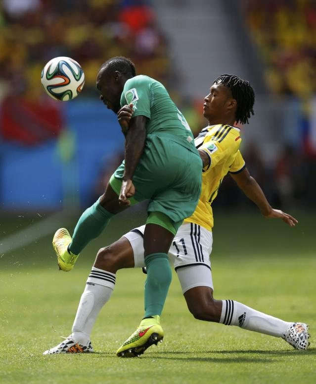 Ivory Coast's Arthur Boka fights for the ball with Colombia's Juan Cuadrado wduring their 2014 World Cup Group C soccer match at the Brasilia national stadium in Brasilia June 19, 2014. REUTERS/Ueslei Marcelino (BRAZIL - Tags: SOCCER SPORT WORLD CUP)