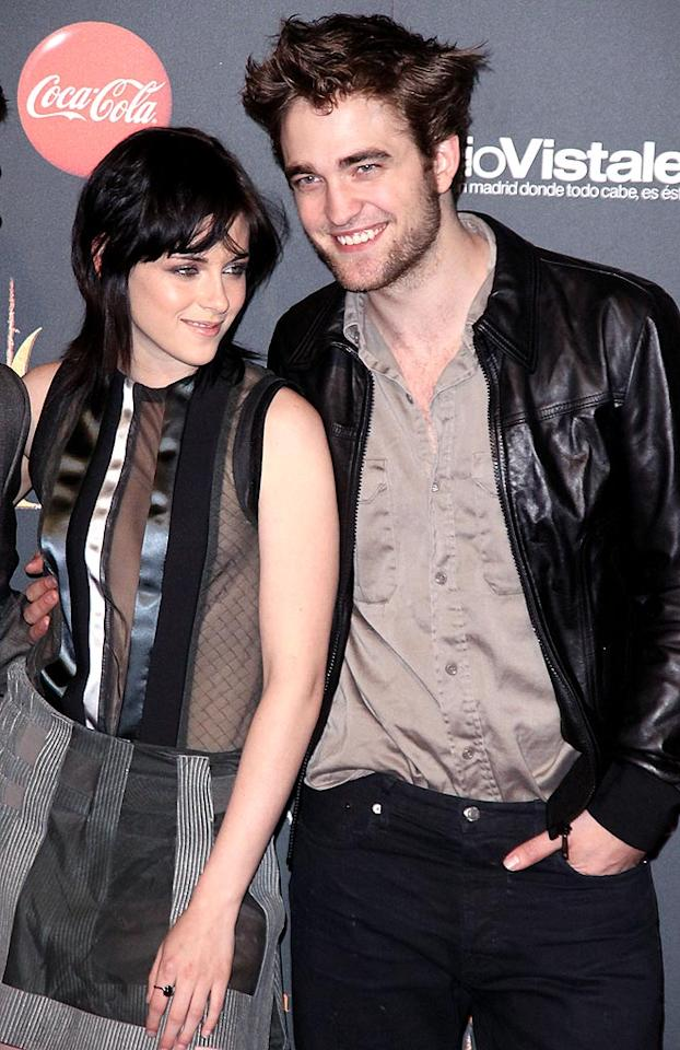 "On the heels of reports that ""Twilight"" stars Robert Pattinson and Kristen Stewart spent New Year's on the Isle of Wight, off the coast of England, comes word that the two now want to buy a home there. So is the duo really escaping to the isle? <a href=""http://www.gossipcop.com/claim-robert-pattinson-kristen-stewart-to-make-isle-of-twilight/"" target=""new"">Gossip Cop</a> found this story is more wrong than Wight. Michael Murdock/<a href=""http://www.splashnewsonline.com/"" target=""new"">Splash News</a> - November 12, 2009"
