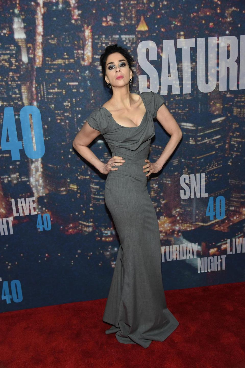 People weren't just laughing inside, Sarah Silverman had the step-and-repeat in stiches with her funny poses.