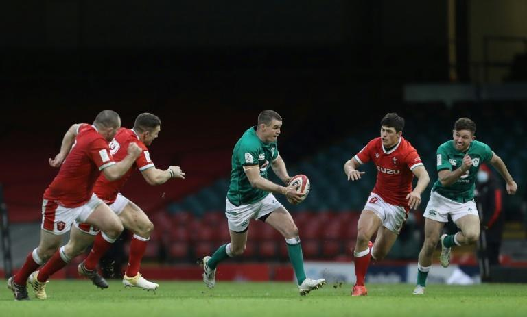 Rally - Ireland captain Johnny Sexton (C) did his best to galvanise the side after O'Mahony's red card