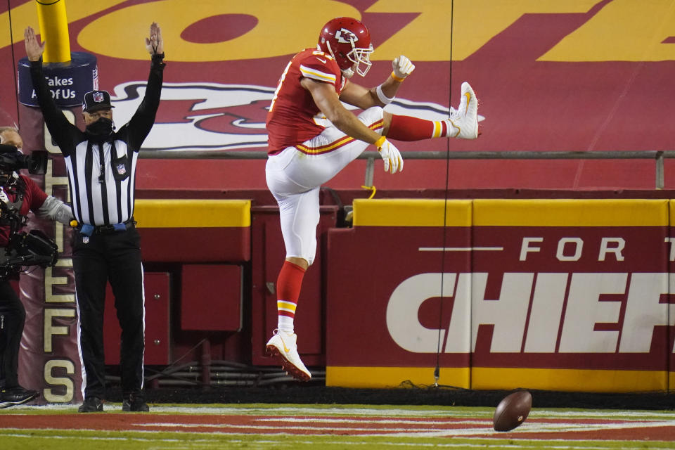 Kansas City Chiefs tight end Travis Kelce celebrates after catching a touchdown pass against the Houston Texans. (AP Photo/Jeff Roberson)