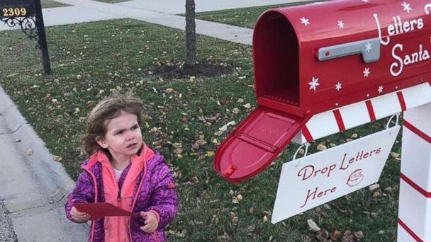 PHOTO: The Calverts' neighbor, little Piper Falli, was excited to drop off her letter to Santa. (Shawna Calvert/Letters to Santa Mail Station)