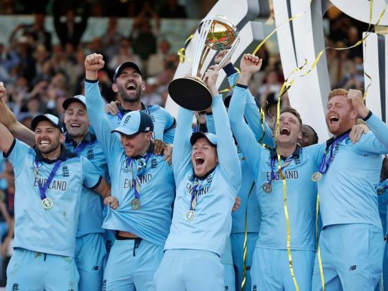 England captain Eoin Morgan raises the trophy after winning Cricket World Cup (AP)