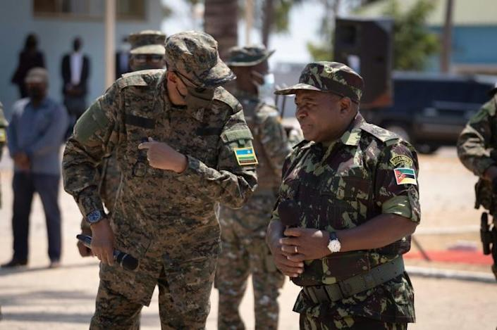 Rwandan President Paul Kagame, left, and Mozambican President Filipe Nyusi, clad in military fatigues, reviewed troops in Pemba (AFP/Simon WOHLFAHRT)