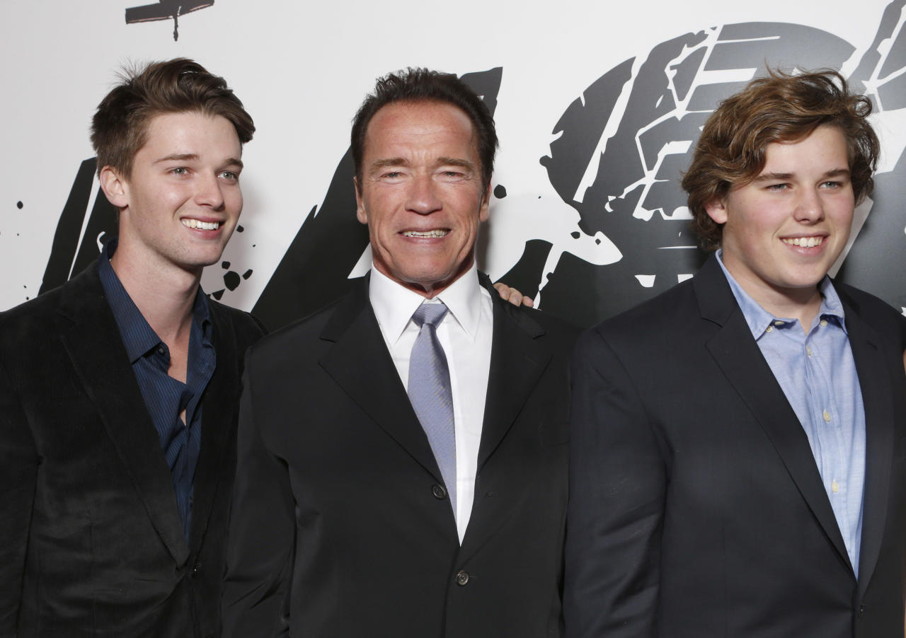 "Patrick Schwarzenegger, Arnold Schwarzenegger e Chris Schwarzenegger ala première del film ""The Last Stand"" a Los Angeles. (Photo by Todd Williamson/Invision/AP)"
