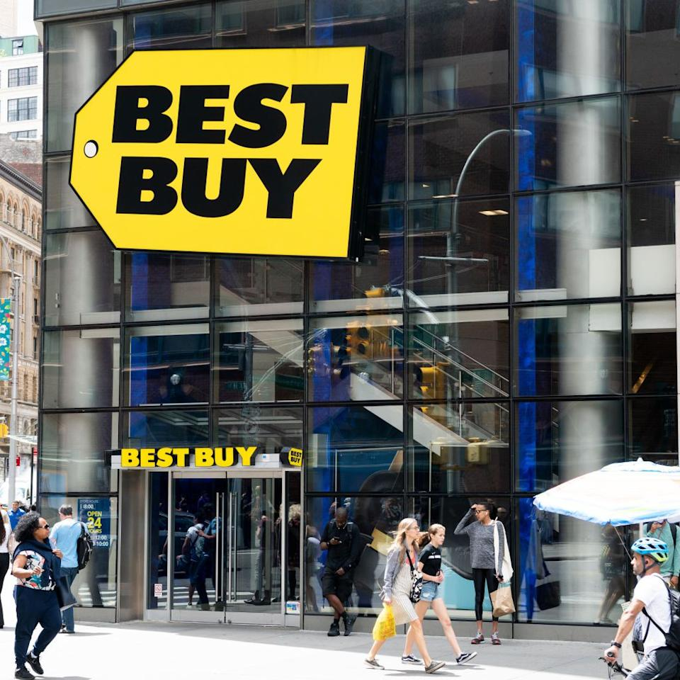 "<p>Head to <a rel=""nofollow"" href=""https://www.bestbuy.com/"">Best Buy</a> after dinner to walk off your food coma while browsing rows of flatscreens and <a rel=""nofollow"" href=""https://www.womansday.com/life/g22725787/back-to-school-laptop-deals/"">new laptops</a>. This Thanksgiving, the electronics store will be open from 5 p.m. to 1 a.m.</p>"