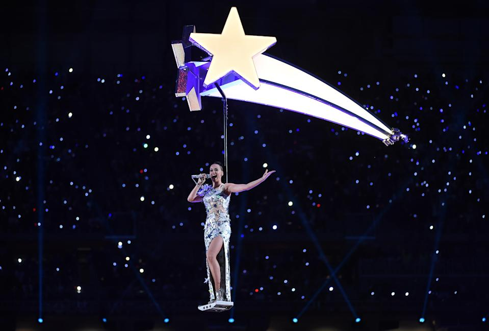 Singer Katy Perry performs during the Super Bowl XLIX halftime show on February 1, 2015 at the University of Phoenix Stadium in Glendale, Arizona (AFP Photo/Timothy A. Clary)