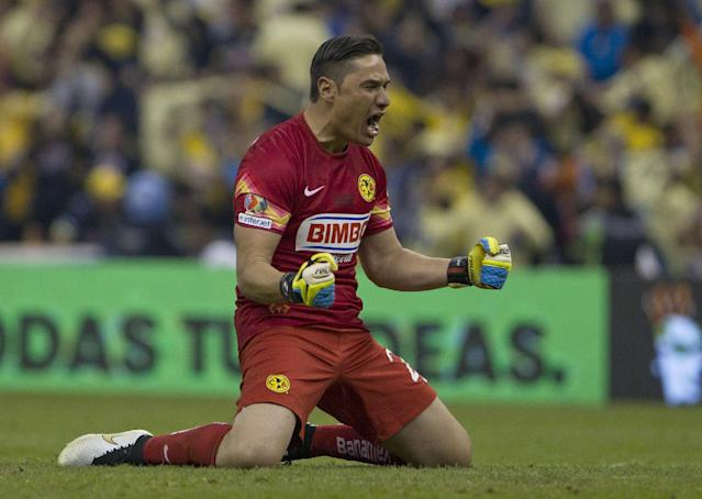 America's goalkeeper Moises Munoz, celebrates after his teammate Pablo Aguilar scored against Tigres during the final of the Mexican soccer league in Mexico City, Sunday, Dec. 14, 2014. (AP Photo/Christian Palma)