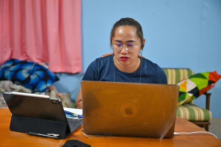 Hidilyn Diaz still managed to find time to raise money through online training sessions to distribute food packages to poor families back home who were suffering during coronavirus lockdowns