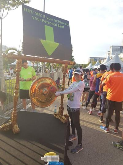 Evelyn Ang hits the gong at the Twincity Marathon 2017 after achieving a new personal best for a full marathon, completing it 11 minutes faster despite the run being set in humid and tropical Malaysia. ― Picture courtesy of Vincent Khor