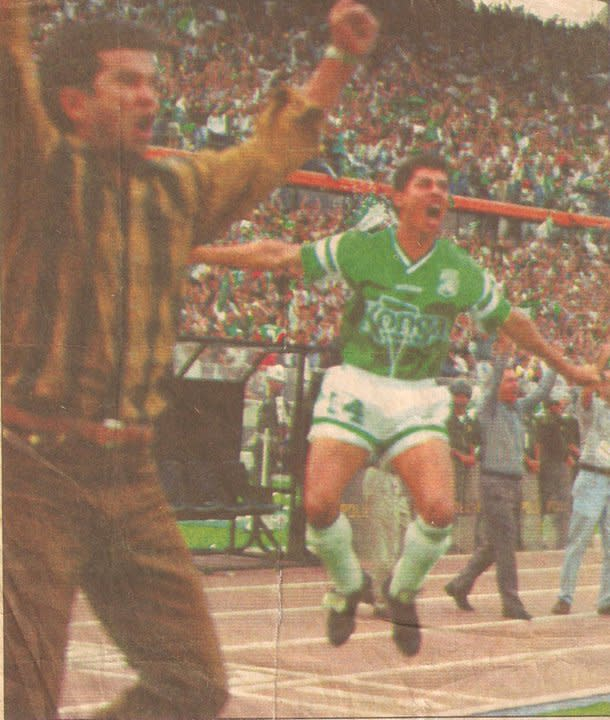 Jaime Pabon celebrates a 1994 Colombian title with Atletico Nacional (Photo courtesy of Jaime Pabón).