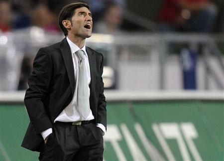 Sevilla's coach Marcelino Garcia Toral shouts during their Europa League playoff first leg soccer match against Hanover 96 in Hanover, August 18, 2011. REUTERS/Fabian Bimmer