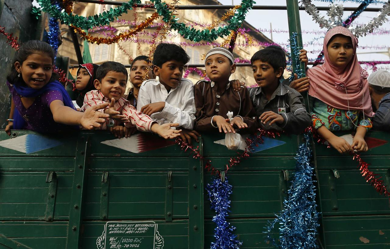 Children ask for offerings as they travel in truck on their way to participate in a procession to mark Eid-e-Milad-ul-Nabi, or birthday celebrations of Prophet Mohammad in Mumbai January 14, 2014. REUTERS/Danish Siddiqui (INDIA - Tags: RELIGION SOCIETY)