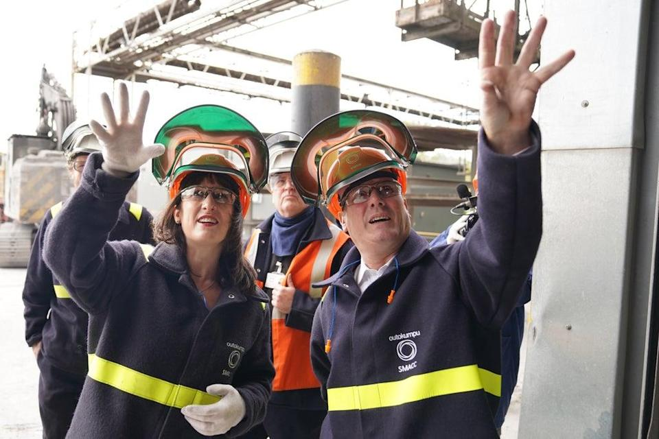 Shadow chancellor Rachel Reeves, left, and Sir Keir Starmer visit the Outokumpu steel mill in Sheffield (Stefan Rousseau/PA) (PA Wire)