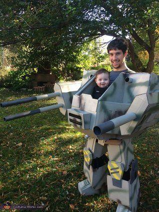 "Vía <a href=""http://www.costume-works.com/costumes_for_babies/baby-mech.html"" target=""_blank"">Costume-Works.com</a>"