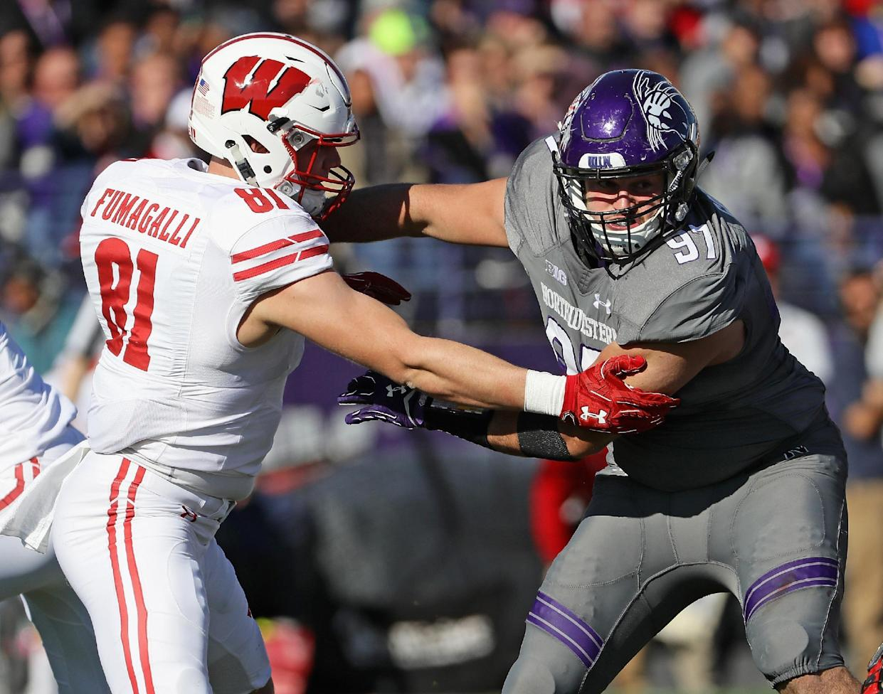 "Northwestern's <a class=""link rapid-noclick-resp"" href=""/ncaaf/players/255324/"" data-ylk=""slk:Joe Gaziano"">Joe Gaziano</a> rushes against Wisconsin's <a class=""link rapid-noclick-resp"" href=""/nfl/players/31126/"" data-ylk=""slk:Troy Fumagalli"">Troy Fumagalli</a> on Nov. 5, 2016 in Evanston, Illinois. (Getty)"