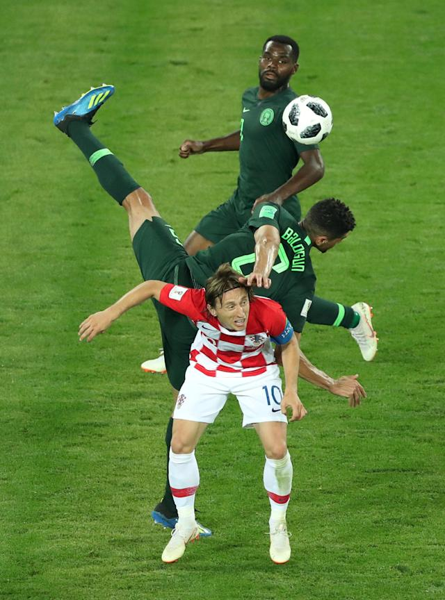 Soccer Football - World Cup - Group D - Croatia vs Nigeria - Kaliningrad Stadium, Kaliningrad, Russia - June 16, 2018 Croatia's Luka Modric in action with Nigeria's Leon Balogun and Brian Idowu REUTERS/Lucy Nicholson TPX IMAGES OF THE DAY