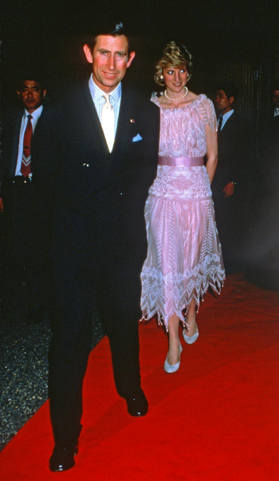 KYOTO, JAPAN - MAY 09: Prince Charles, Prince of Wales and Diana, Princess of Wales, wearing a pink dress designed by Zandra Rhodes, arrive to attend a dinner on May 9, 1986 in Kyoto, Japan. (Photo by Anwar Hussein/Getty Images)