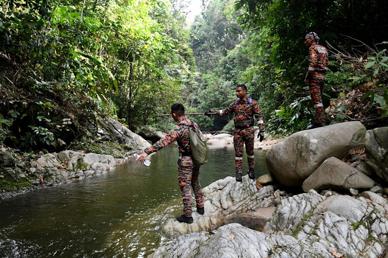 Members of a rescue team continue to search for the missing 15-year-old Franco-Irish teenager Nora Quoirin in Seremban on August 9, 2019. - Quoirin, who lives in London, went missing on August 4 after checking in with her family to the Dusun Resort in Seremban, about an hour from the capital Kuala Lumpur. (Photo by Mohd RASFAN / AFP) (Photo credit should read MOHD RASFAN/AFP/Getty Images)