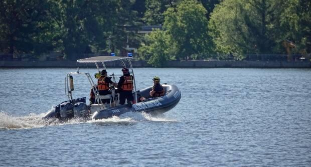 The body of 30-year-old Navdeep Singh Ghotra was pulled from Rivière des Prairies Wednesday. (Simon-Marc Charron/Radio-Canada - image credit)