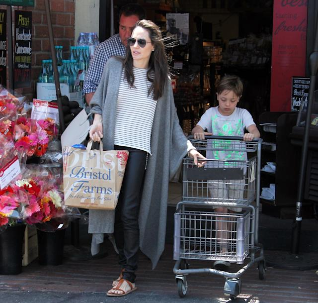 Angelina Jolie takes son Knox grocery shopping in West Hollywood in July 2016. (Photo: Splash News)