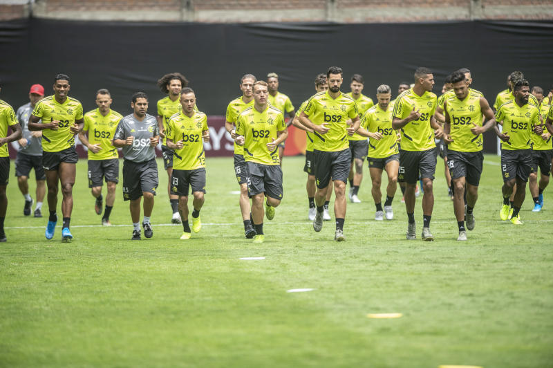Brazil's Flamengo players take part in a training session in Lima, on November 21, 2019, ahead of the Copa Libertadores final football match against Argentina's River Plate to be held on November 23. (Photo by Ernesto BENAVIDES / AFP) (Photo by ERNESTO BENAVIDES/AFP via Getty Images)