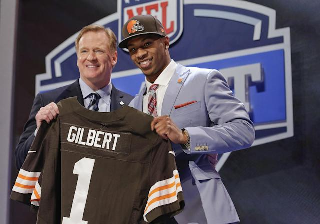 Oklahoma State cornerback Justin Gilbert, right, poses with NFL commissioner Roger Goodell after being selected by the Cleveland Browns as the eighth pick in the first round of the 2014 NFL Draft, Thursday, May 8, 2014, in New York. (AP Photo/Craig Ruttle)