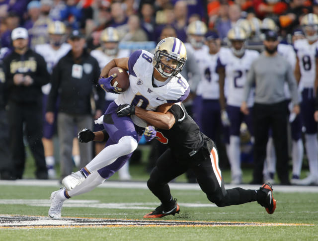 "Washington wide receiver <a class=""link rapid-noclick-resp"" href=""/ncaaf/players/244153/"" data-ylk=""slk:Dante Pettis"">Dante Pettis</a> (8) breaking a tackle after making a catch in the first half of an NCAA college football game against Oregon State, in Corvallis, Ore. (AP Photo/Timothy J. Gonzalez, File)"