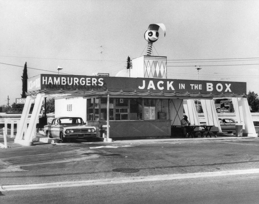 <p>Okay, had you been a child in 1951 in San Diego, would you have dared eat in a restaurant with this terrifying clown figure on the roof?! Despite the spooky opening vibes, Jack in the Box now has over 2,000 locations around the U.S. </p>