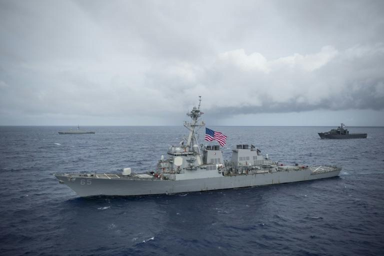 USA  destroyers sail through Taiwan Strait