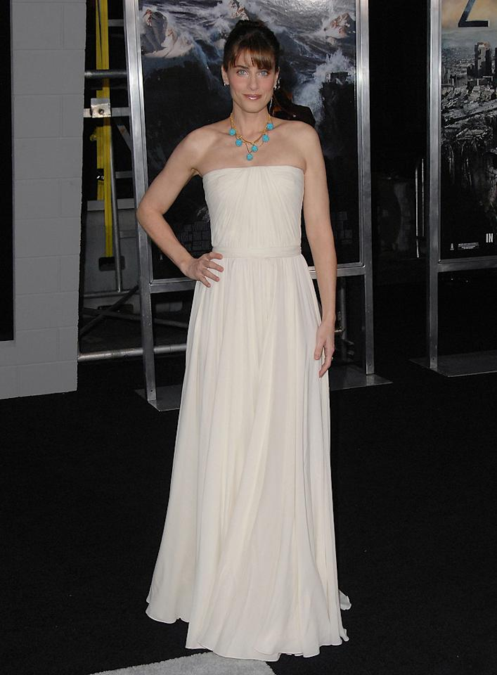 "<a href=""http://movies.yahoo.com/movie/contributor/1800018738"">Amanda Peet</a> at the Los Angeles premiere of <a href=""http://movies.yahoo.com/movie/1810045661/info"">2012</a> - 11/03/2009"