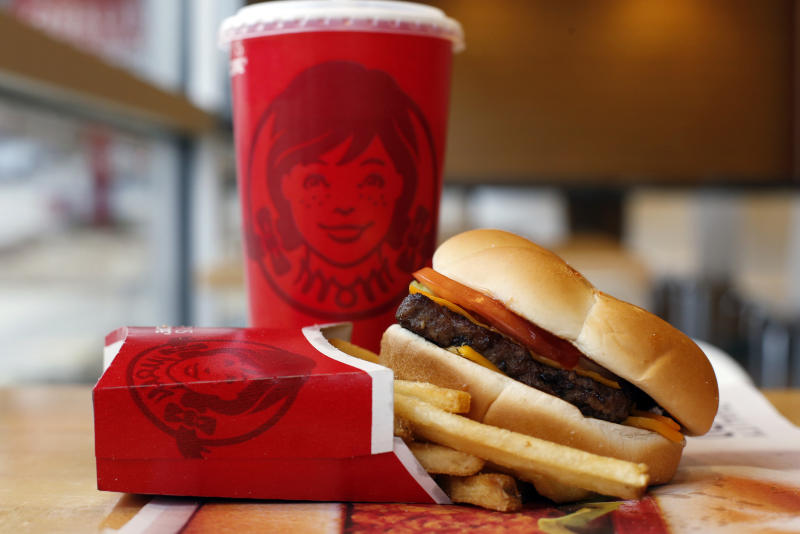 Wendy's cuts costs, 1Q results top Street